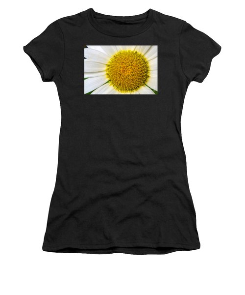 White Daisy Close Up Women's T-Shirt (Athletic Fit)