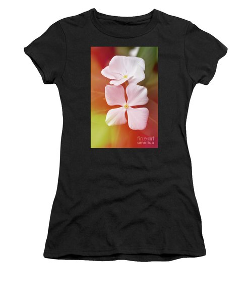 White Vinca With Vivid Highligts  Women's T-Shirt