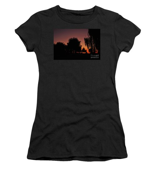 Willow Tree Silhouettes Women's T-Shirt (Athletic Fit)
