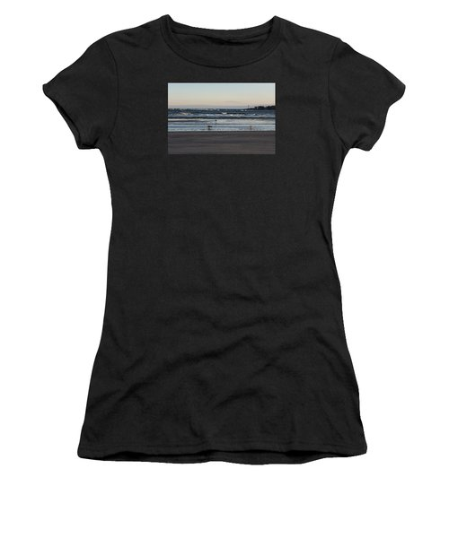 Wingaersheek Beach Seagulls At Sunrise Women's T-Shirt