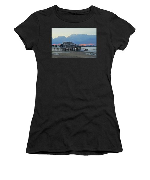 Wollaston Beach Quincy Ma Sunset Boston Skyline Quincy Ma Women's T-Shirt