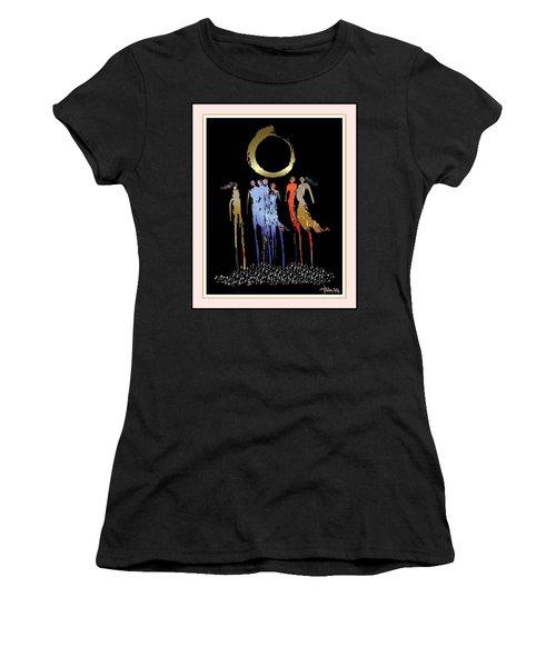 Women Chanting - Enso  Women's T-Shirt