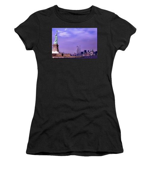 World Trade Center Twin Towers And The Statue Of Liberty  Women's T-Shirt
