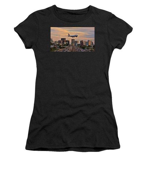 Boeing 747 Landing In San Diego Women's T-Shirt
