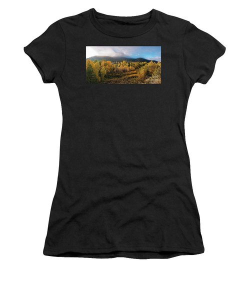Early Morning Panorama Of Changing Aspens And Picacho Peak - Twomile Reservoir - Santa Fe New Mexico Women's T-Shirt