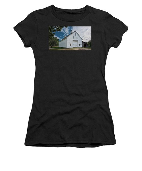 Women's T-Shirt (Athletic Fit) featuring the photograph Freeport Barn by Guy Whiteley