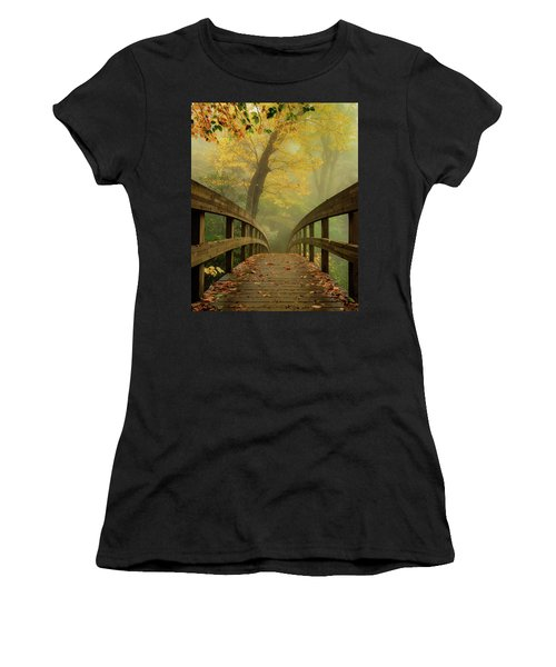 Tanawha Trail Blue Ridge Parkway - Foggy Autumn Women's T-Shirt
