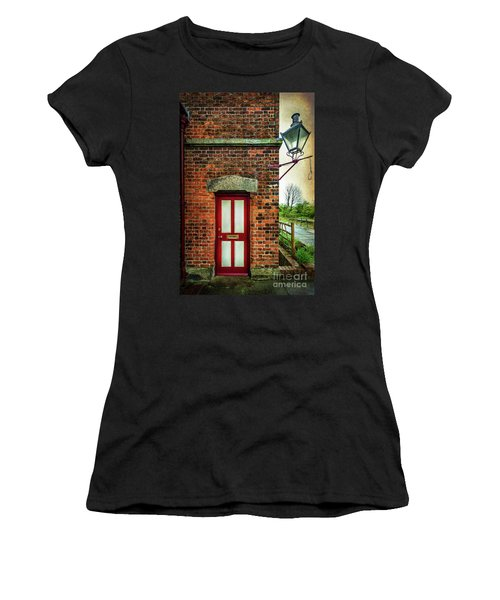 Vintage Station Entrance Women's T-Shirt