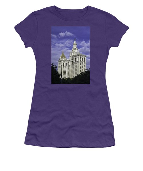 New York Municipal Building Women's T-Shirt (Athletic Fit)
