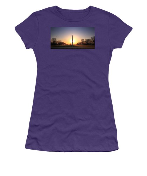 Setting Sun On Washington Monument Women's T-Shirt (Junior Cut) by Shelley Neff
