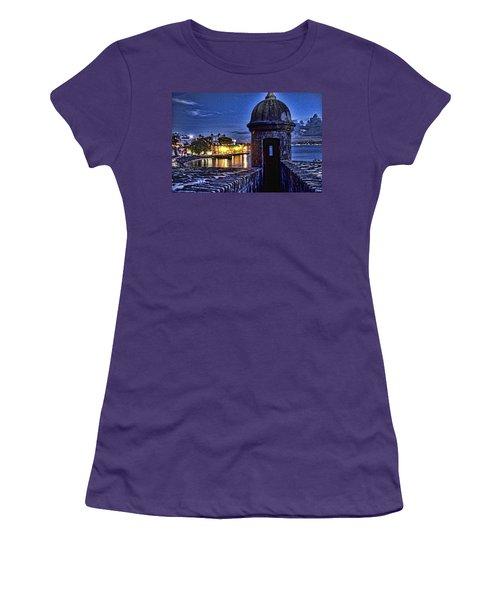Viejo San Juan En La Noche Women's T-Shirt (Athletic Fit)