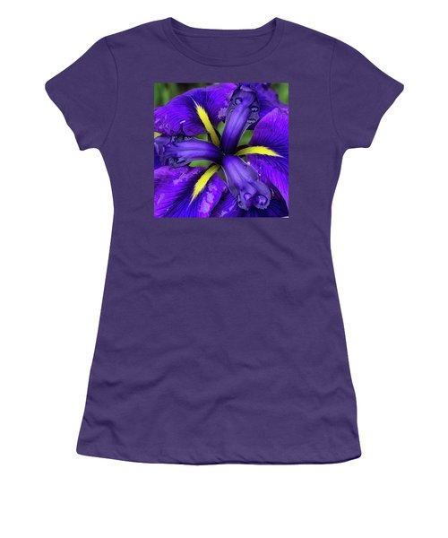 Purple Iris Centre Women's T-Shirt (Athletic Fit)