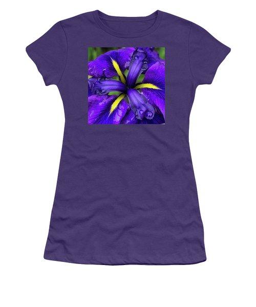 Purple Iris Centre Women's T-Shirt (Athletic Fit)