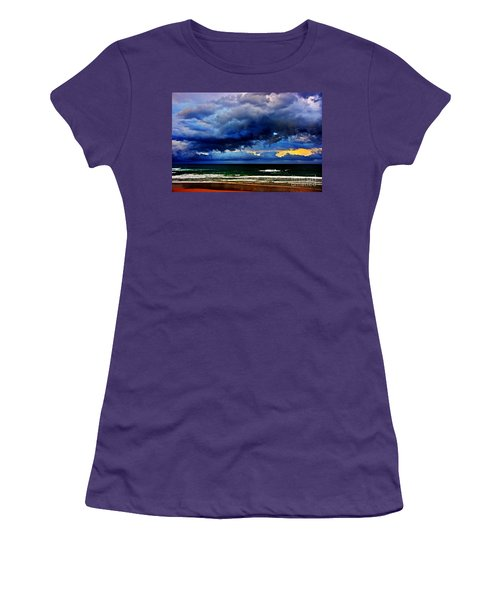 The Storm Roles In Women's T-Shirt (Athletic Fit)