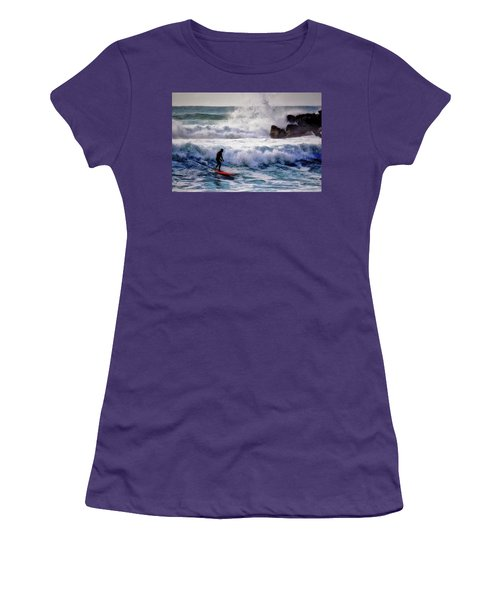 Waimea Bay Surfer Women's T-Shirt (Athletic Fit)