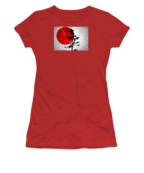 Source  Women's T-Shirt (Athletic Fit)