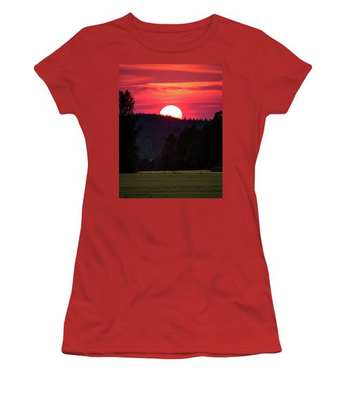 Sunset Scenery Women's T-Shirt (Junior Cut) by Teemu Tretjakov