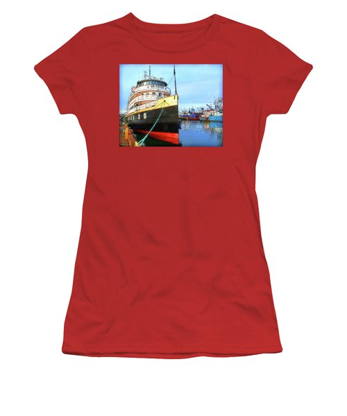 Tour Boat At Dock Women's T-Shirt (Athletic Fit)