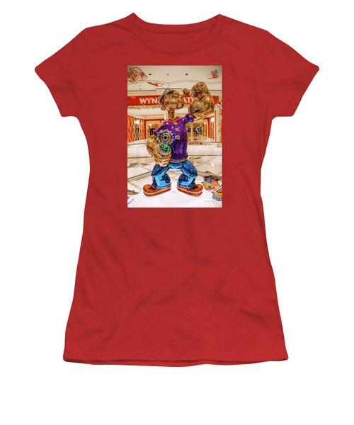 Wynn Popeye Statue By Jeff Koons Women's T-Shirt (Athletic Fit)