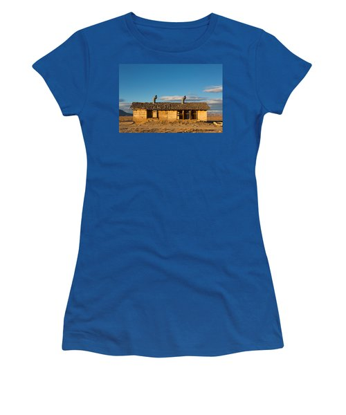Derelict Shack. Women's T-Shirt (Athletic Fit)