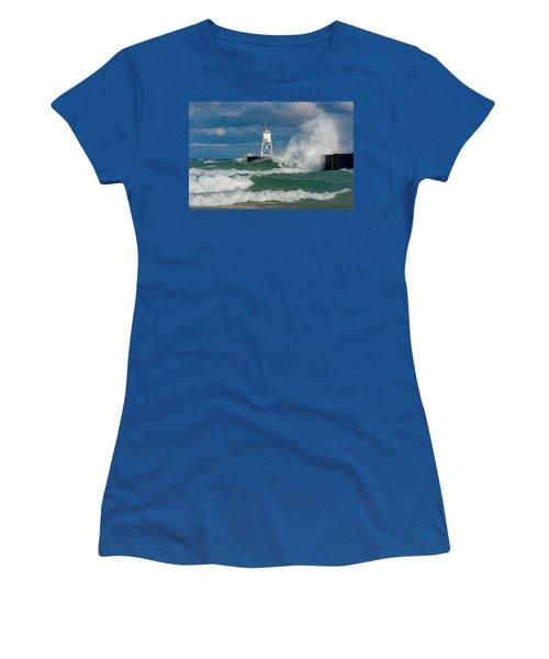Break Wall Waves Women's T-Shirt