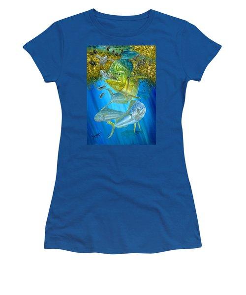 Mahi Mahi Hunting In Sargassum Women's T-Shirt