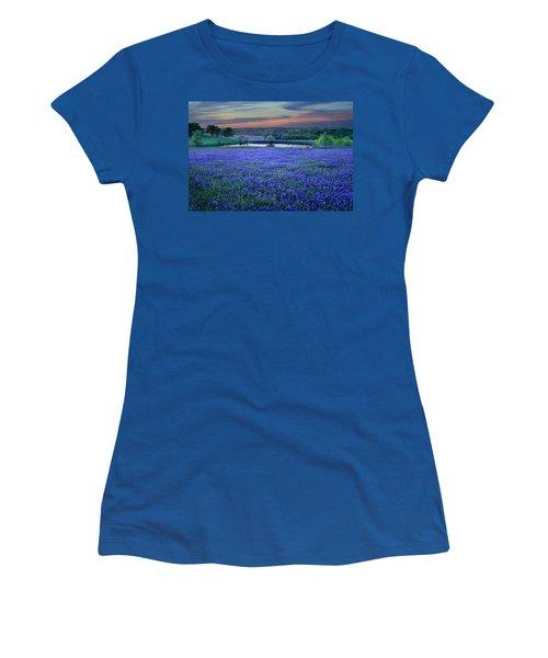 Bluebonnet Lake Vista Texas Sunset - Wildflowers Landscape Flowers Pond Women's T-Shirt