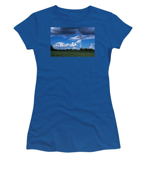Capture The Wind Women's T-Shirt (Athletic Fit)
