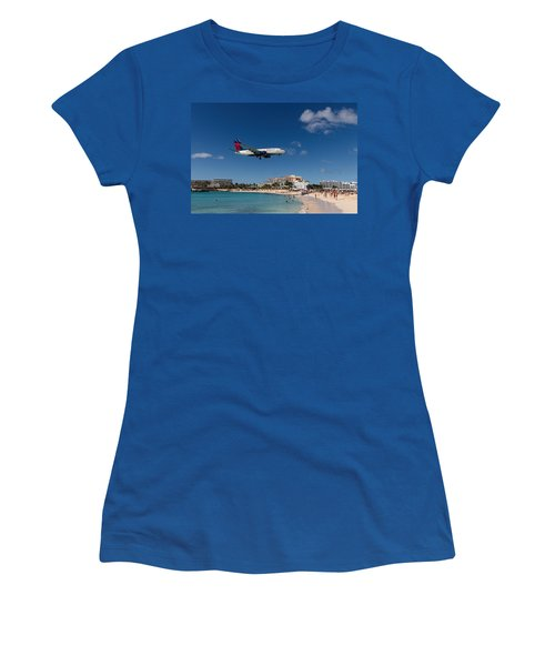 Delta 737 St. Maarten Landing Women's T-Shirt (Athletic Fit)
