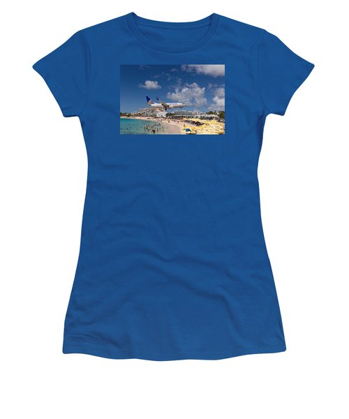 United Low Approach St Maarten Women's T-Shirt (Athletic Fit)