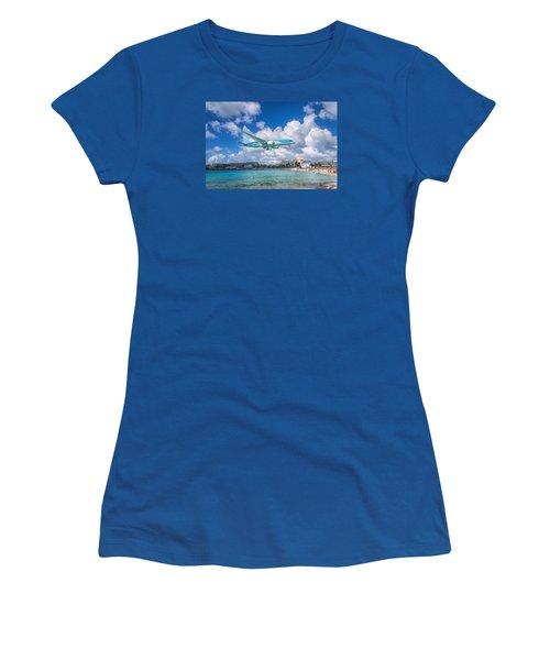 Tui Airlines Netherlands Landing At St. Maarten Airport. Women's T-Shirt (Junior Cut) by David Gleeson