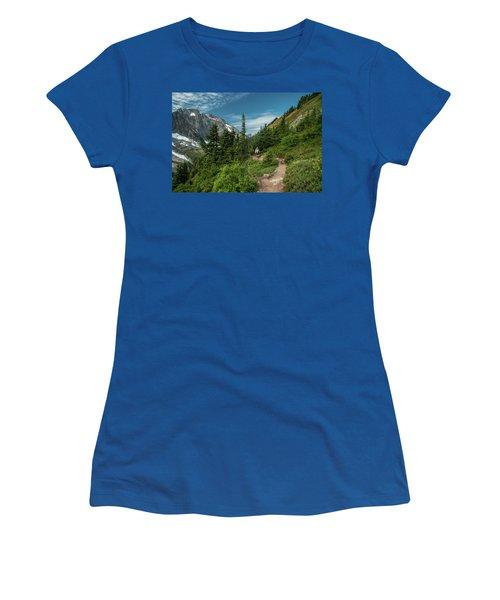 Approaching Sahale Arm Women's T-Shirt