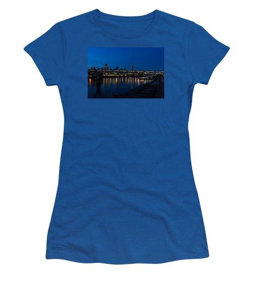 British Symbols And Landmarks - Millennium Bridge And Thames River At Low Tide Women's T-Shirt
