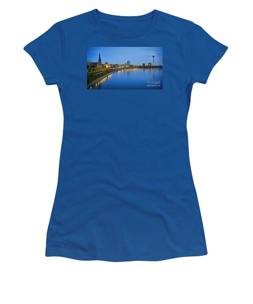 Dusseldorf Skyline  Women's T-Shirt (Athletic Fit)