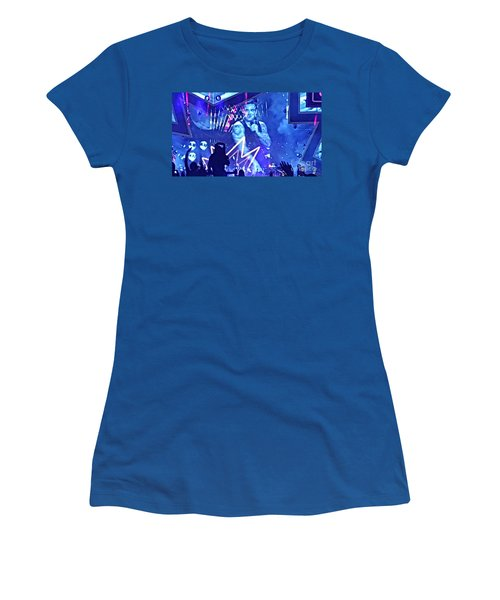 Heavy Entertaining Women's T-Shirt (Athletic Fit)
