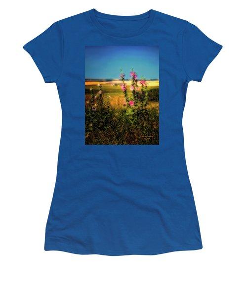 Idaho Farmhouse  ... Women's T-Shirt (Athletic Fit)