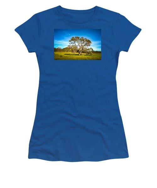 Oak Tree Green Meadow Moon Rising Women's T-Shirt (Athletic Fit)