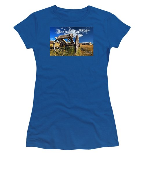 Old Abandoned Wagon, Bodie Ghost Town, California Women's T-Shirt