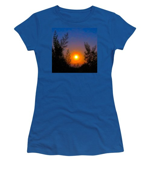 Women's T-Shirt featuring the photograph Pisces Full Moon Rise by Judy Kennedy