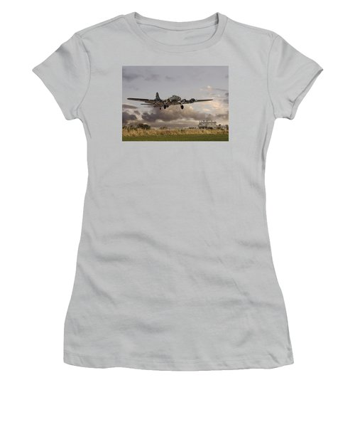 B17- 'airborne' Women's T-Shirt (Athletic Fit)