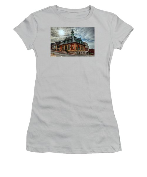 Customs House Museum Women's T-Shirt (Athletic Fit)