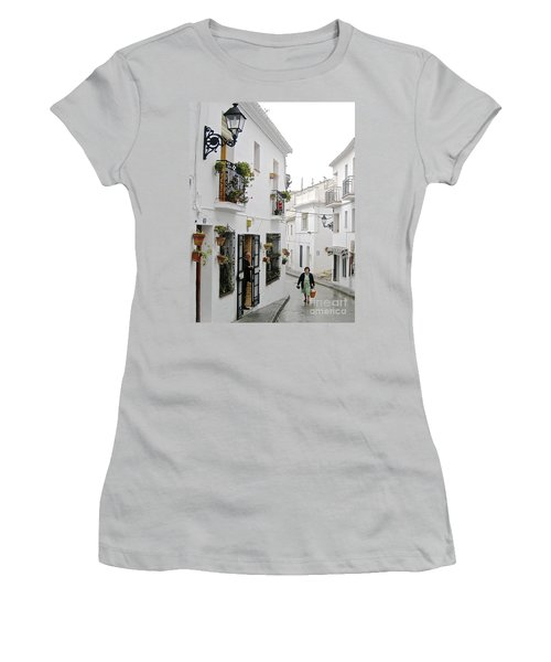 Women's T-Shirt (Junior Cut) featuring the photograph Dinner Delivery by Suzanne Oesterling