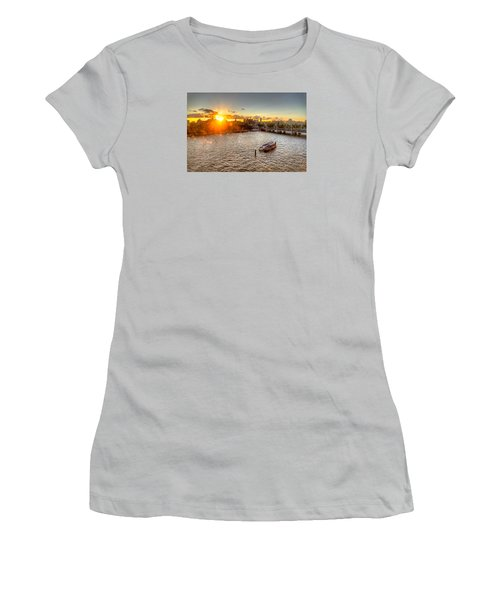 Sunset On The Thames Women's T-Shirt (Athletic Fit)
