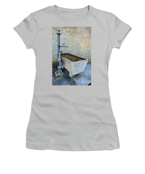 Vintage Fountain Women's T-Shirt (Athletic Fit)
