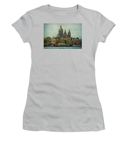 Amsterdam Skyline Women's T-Shirt (Athletic Fit)