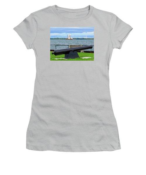 Cape Vincent Gun Women's T-Shirt (Athletic Fit)