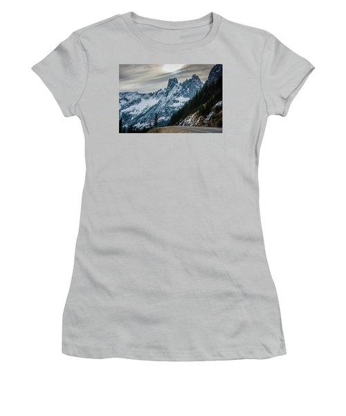 Cascade Beauty Women's T-Shirt (Athletic Fit)