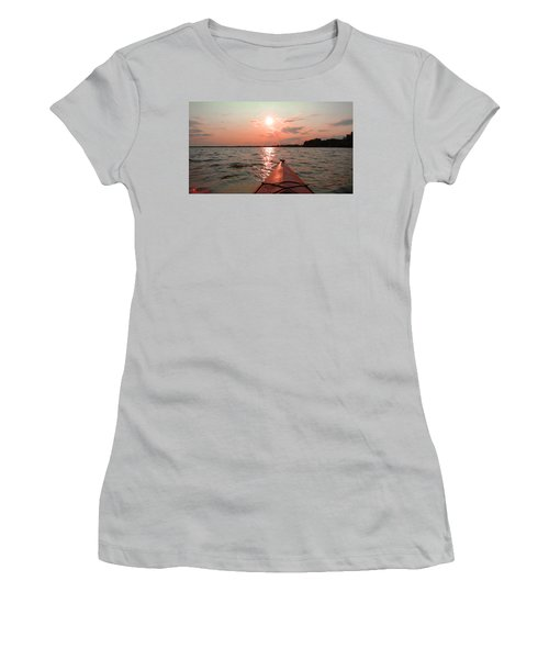 Kayak Sunset Women's T-Shirt (Athletic Fit)