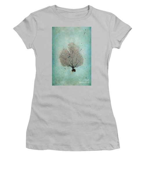 Lone Sea Fan Women's T-Shirt (Athletic Fit)