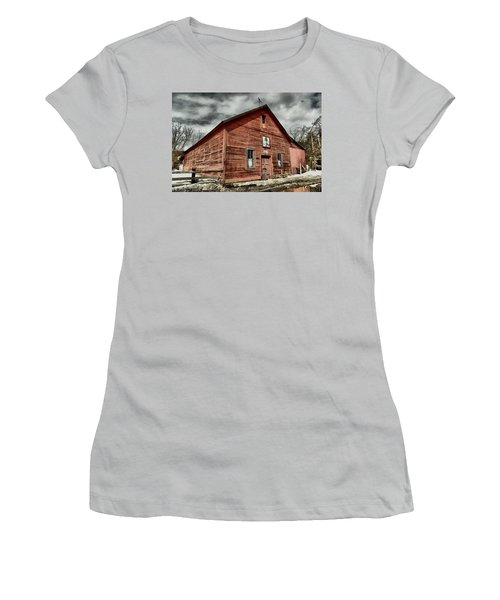 Women's T-Shirt (Junior Cut) featuring the photograph Old Barn In Roslyn Wa by Jeff Swan